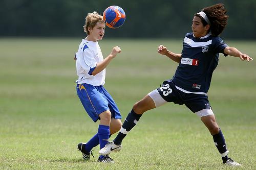 2 kids playing soccer