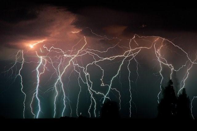 image of lightning storm